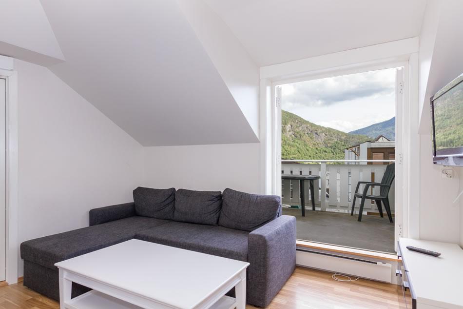 Stove med store dører til veranda med god plass